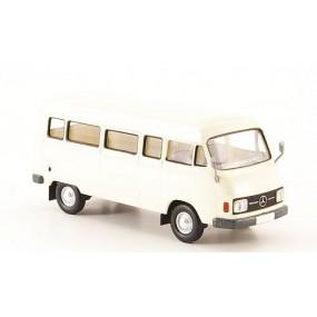 Автобус Mercedes L 206D Kombi белый 1970 BREKINA 13251