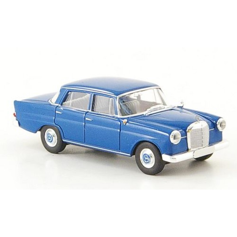 Автомодель Mercedes 190c (W110) синий BREKINA 13352